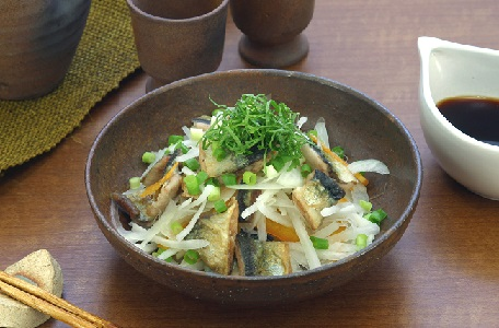 焼きさんまと根菜のサラダ(使用商品:すだちぽん酢)