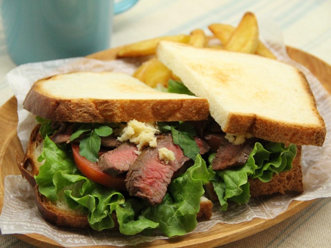 ビーフステーキのサンドイッチ(使用商品:生ホースラディッシュ)
