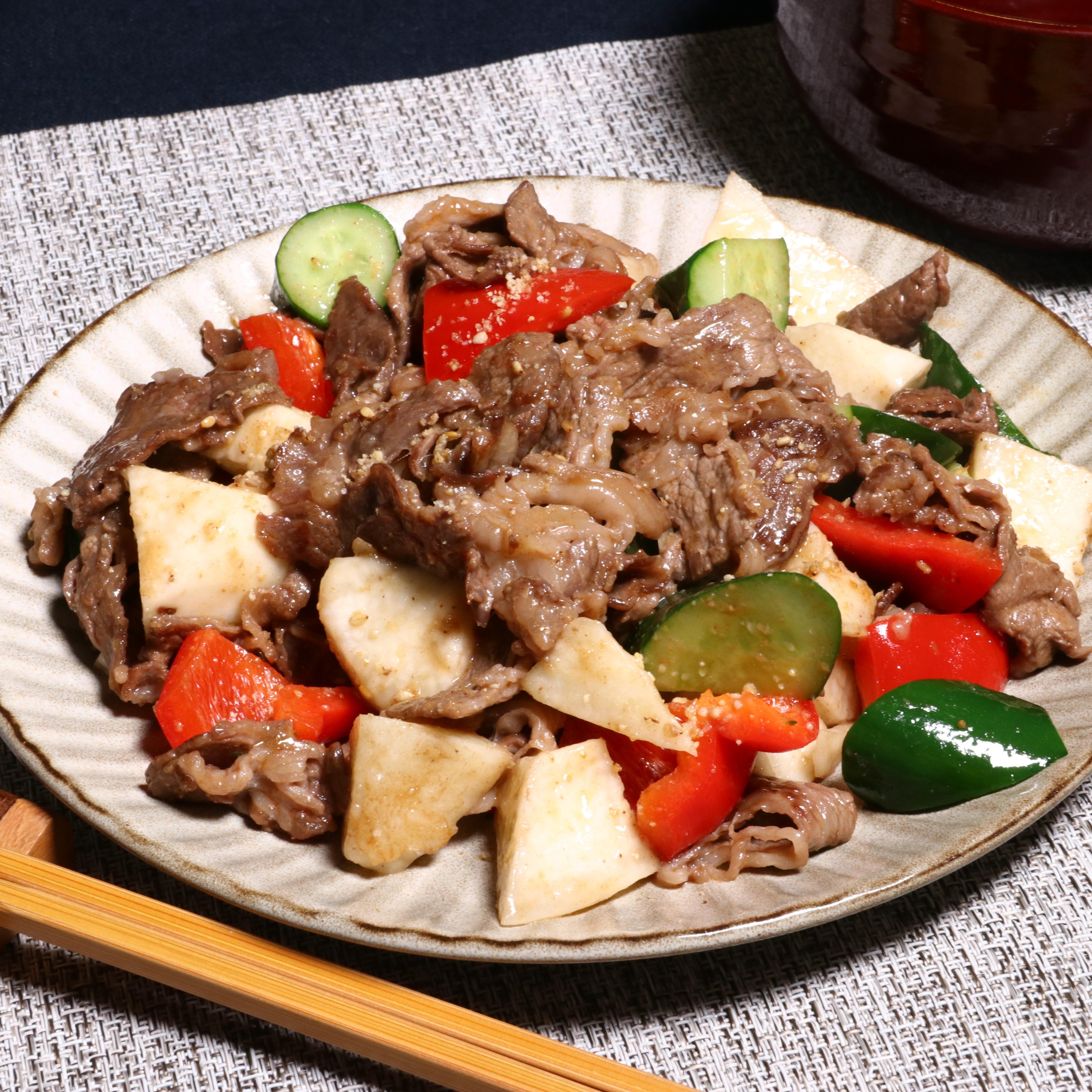 牛肉とシャキシャキ野菜のピリ辛炒め(香ごま醤油たれ)