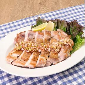 パリパリ鶏の旨辛ねぎだれ(旨辛醤油たれ)【DELISH KITCHEN×万城食品】