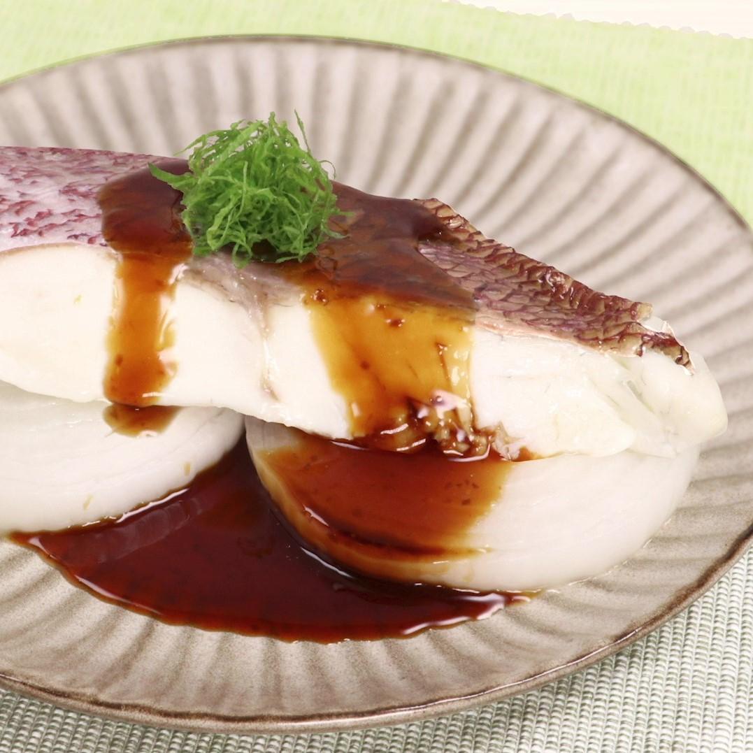 黒酢で美味しい鯛と玉ねぎのさっぱり酒蒸し(まろやか黒酢醤油たれ)